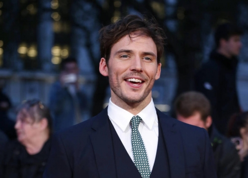 Sam Claflin Blames Photoshop For Hot Shirtless Shot