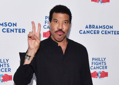 Lionel Richie's Knee Surgery Forcing Tour Delay - Report