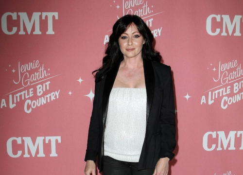 Shannen Doherty Breaks Down In Cancer Fight Interview