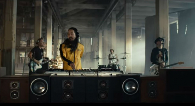 Steve Aoki - Why Are We So Broken ft. Blink-182 Video