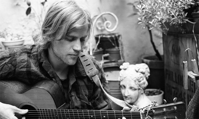 Johnny Flynn Announces New Single 'Bottom Of The Sea Blues' And Deluxe Digital Release Of 'Country Mile'