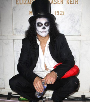 Slash Announces UK 2012 Tour Dates