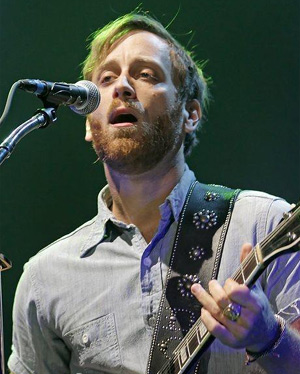 The Black Keys Win Brit Award For Best International Group 2013