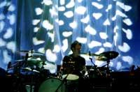 Suede @ Leeds University 04.11.02 @ www.contactmusic.com