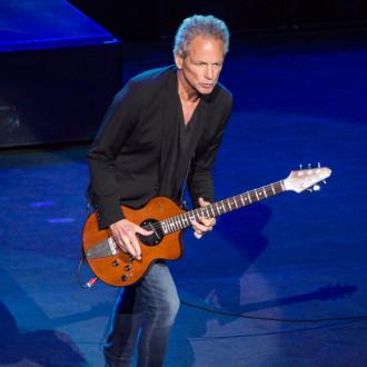 Lindsey Buckingham performs Fleetwood Mac cover on new Fender guitar