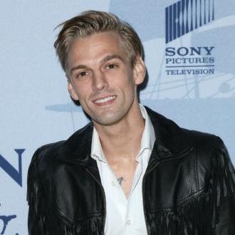 Aaron Carter can't look in the mirror