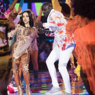 Akon took a break to give other music stars the spotlight