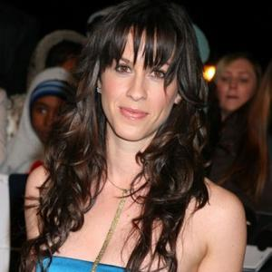 Alanis Morissette Got Pregnancy Shock