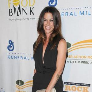Alanis Morissette Talks About Postpartum Depression