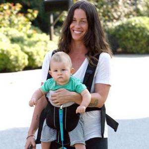 Alanis Morrisette Still Nursing Son