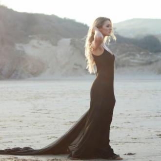 Alexa Goddard premieres new video