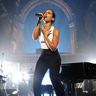 Alicia Keys Crashes Manchester