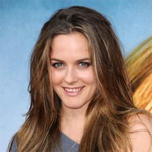 Alicia Silverstone Urges Animal-tested Cosmetics Marketing Ban
