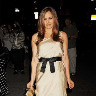 Alicia Silverstone avoids medication