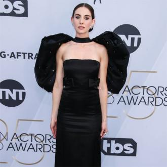 Alison Brie's dress difficulties