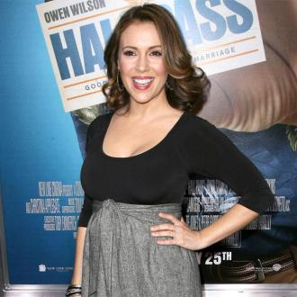 Alyssa Milano gives birth to daughter
