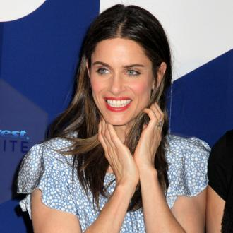 Amanda Peet gives birth