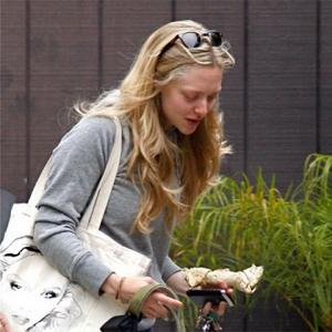 Amanda Seyfried Has Attack Therapy