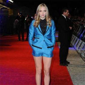 Amanda Seyfried's High Heel Slip In Time