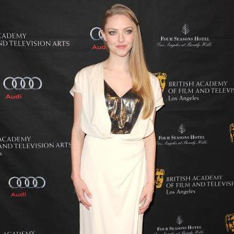 Amanda Seyfried Swamped By Most Clothes