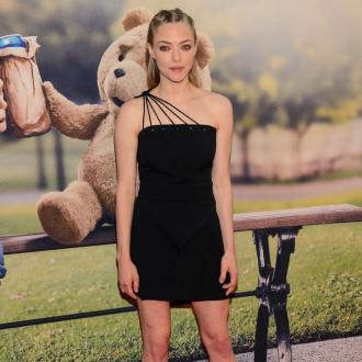 Amanda Seyfried Doesn't Like Selfies