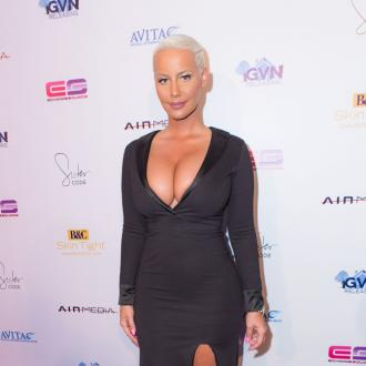 Amber Rose reduces breast size