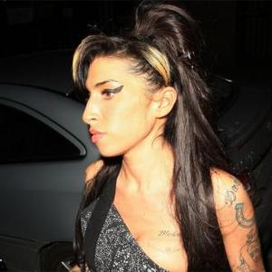 Amy Winehouse Talks To Family Through Psychic