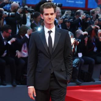 Andrew Garfield witnesses awkward Taylor Swift kiss