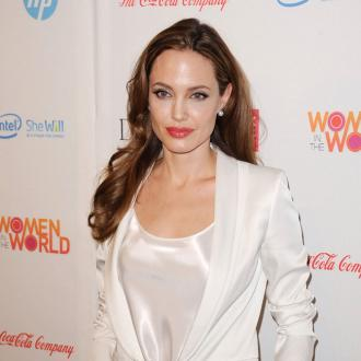 Angelina Jolie to support cancer charity