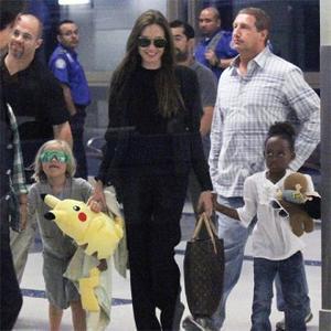 Angelina Jolie Hits Toy Store With Shiloh And Zahara