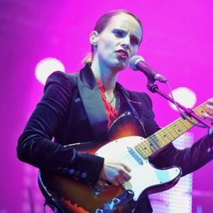 Anna Calvi Shocked By Quick Karl