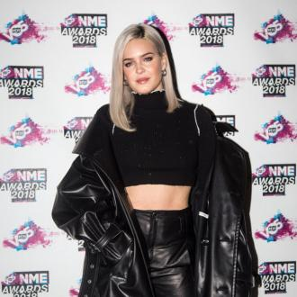 Anne-marie Laughs Off Cravings During Juice Detox Attempt