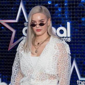 Anne-marie Plays Hotel Set After Korean Show Is Cancelled
