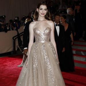Anne Hathaway Moves In With Man