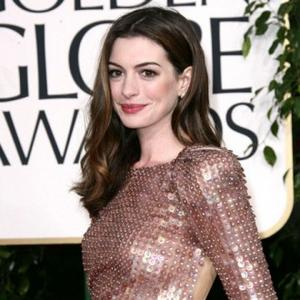 Anne Hathaway Only Eats Vegan Cakes