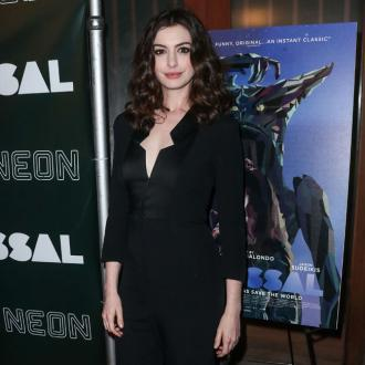 Anne Hathaway nearly kills son on jungle gym