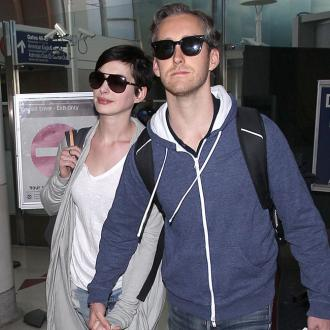 Anne Hathaway Injures Foot On Holiday