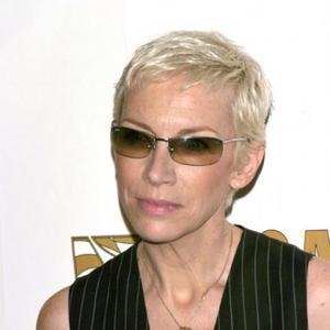 Annie Lennox To Receive 02 Silver Clef Award