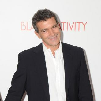 Antonio Banderas Shuns Cosmetic Surgery