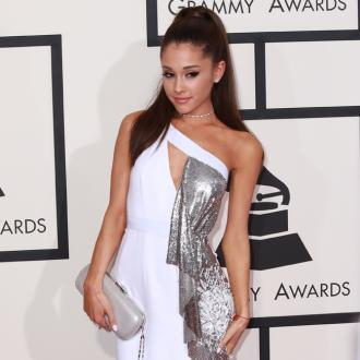 Ariana Grande apologises to Kanye West