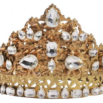 Ariana Grande's diamond crown to be auctioned
