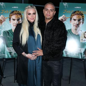Ashlee Simpson and Evan Ross want to tour together