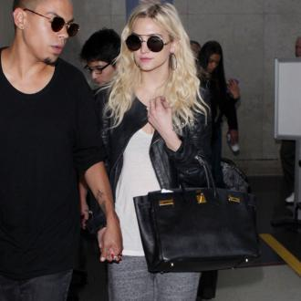 Ashlee Simpson parties with ex-boyfriend