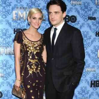 Ashlee Simpson splits from Vincent Piazza