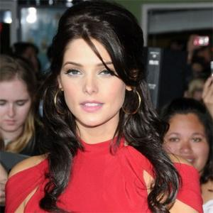 Ashley Greene Rules Out Robert Romance