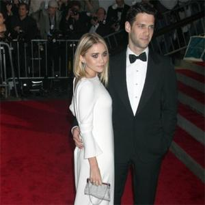 Ashley Olsen Splits From Justin Bartha