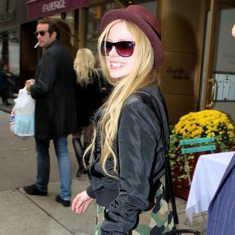 Avril Lavigne Cooks To Radiohead