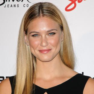 Make-up Free Bar Refaeli