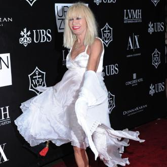 Betsey Johnson dresses out the 'fashion trend loop'