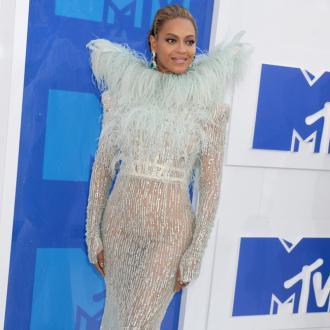 Beyonce praises Adele